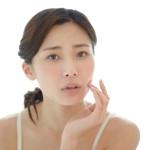 顎ニキビを治す!原因や対処法、予防法のポイントを解説します。