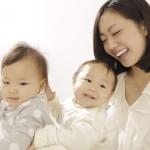 突発性発疹の原因や症状、登園の目安、家庭での留意点など