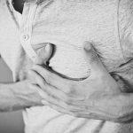 「肋間神経痛」息苦しい?胸の片側が痛い?