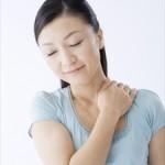 四十肩・五十肩のつらい症状や治療法、予防法、発症する原因について