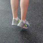 モートン病かも?ジョギングやハイヒールが原因で、足の裏にしびれや痛みがある人は必見です。